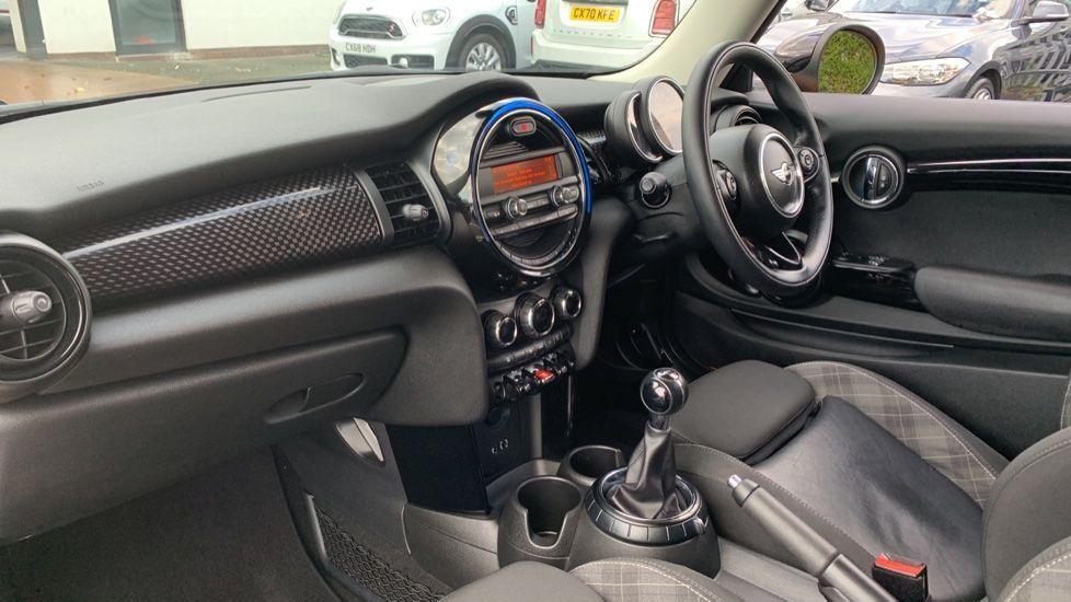 Image 6 - MINI Hatch (CX66GVA)