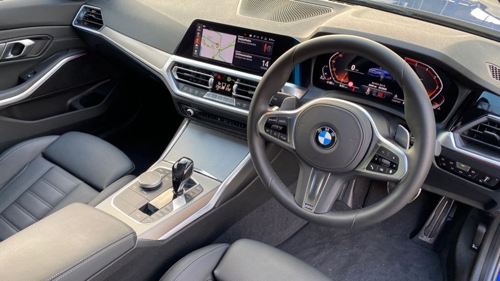 Image 5 - BMW 320d M Sport Saloon (YK69SST)