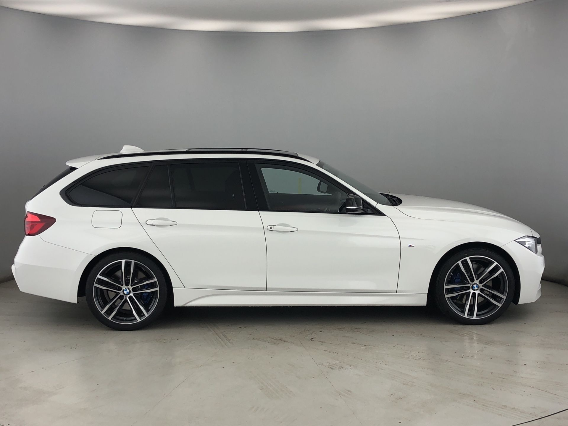 Image 3 - BMW 320d M Sport Shadow Edition Touring (YF19GDX)