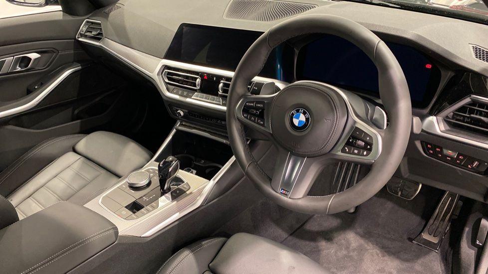 Image 4 - BMW 320i M Sport Saloon (YH20WGA)