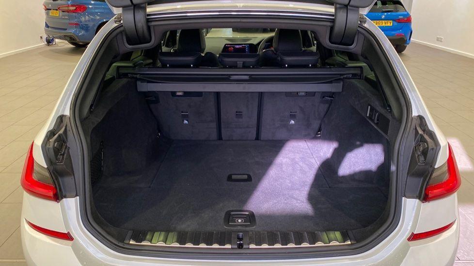 Image 13 - BMW 2.0 330i M Sport Touring Auto (s/s) 5dr (DA20OEK)
