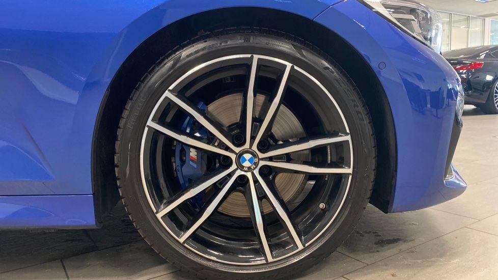 Image 14 - BMW 320i M Sport Saloon (YG20NWC)