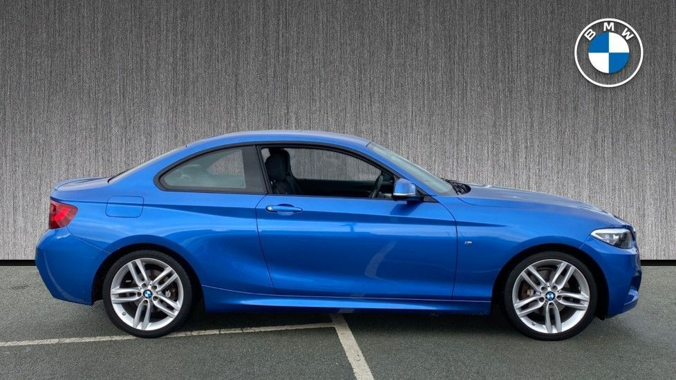 Thumbnail - 3 - BMW 220i M Sport Coupe (MF64UUE)