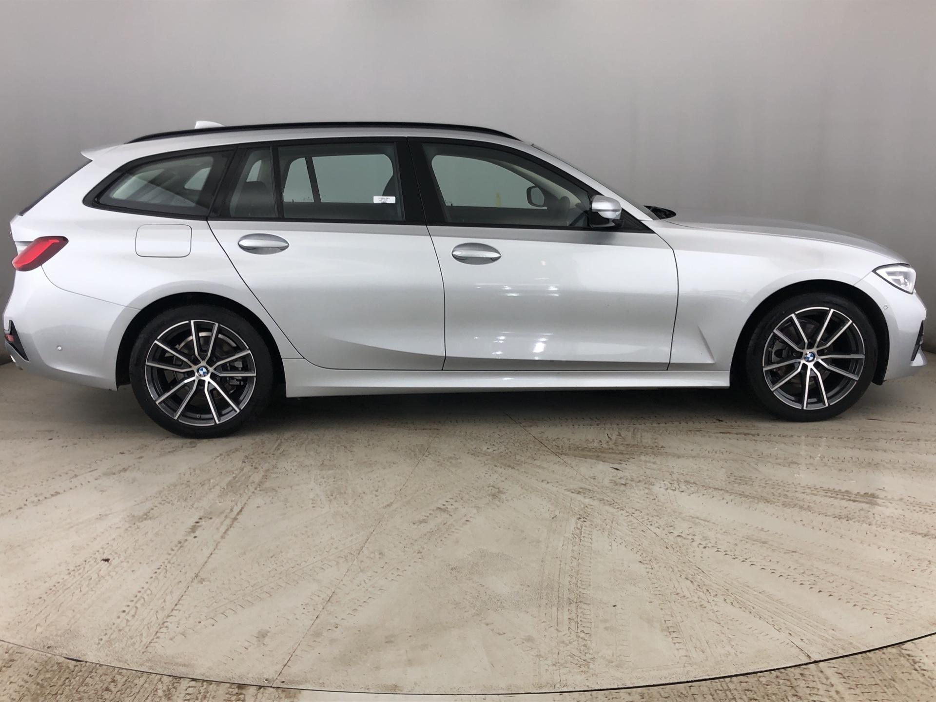 Image 3 - BMW 320d xDrive Sport Touring (YG69HWH)