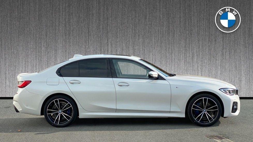 Image 3 - BMW 330e M Sport Saloon (YG69FFL)