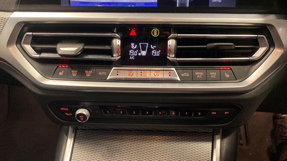 Image 25 - BMW 320d M Sport Saloon (YB69WNR)