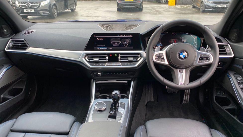 Image 4 - BMW 330e M Sport Touring (MA70HOH)