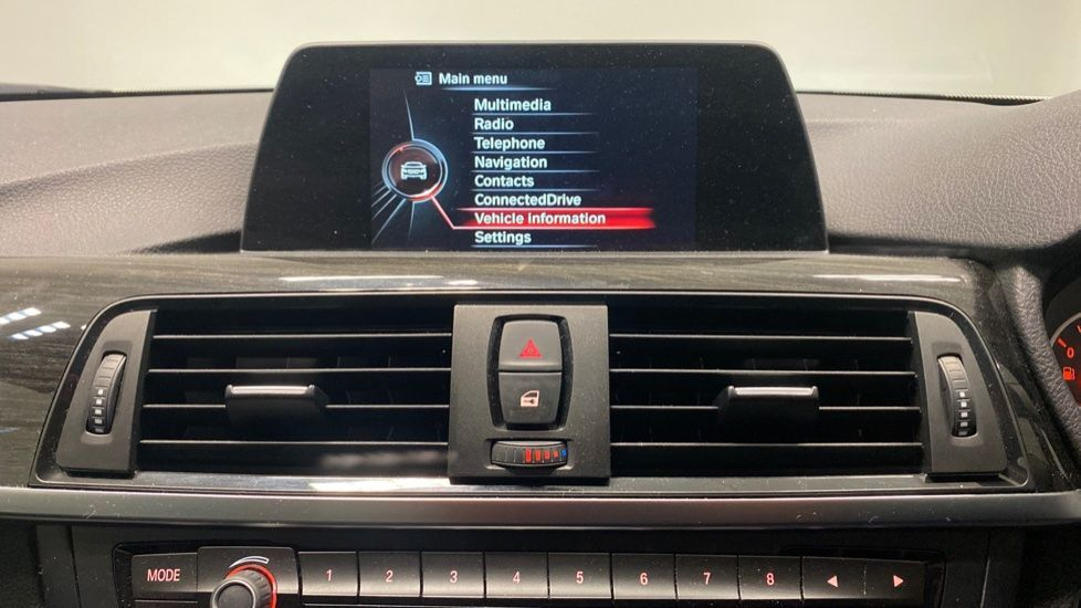 Image 8 - BMW 420i xDrive SE Coupe (PE17MVF)