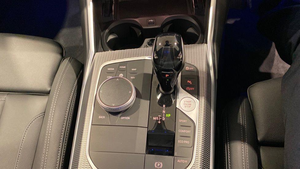 Image 6 - BMW 320i M Sport Saloon (YH20WGA)
