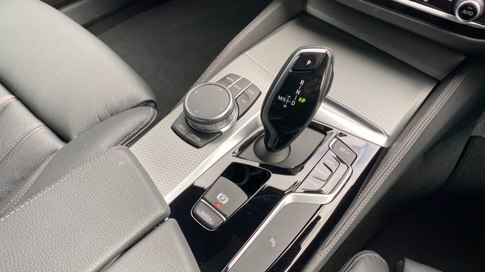 Image 10 - BMW 520d M Sport Touring (YD69ADN)