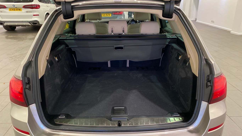 Image 13 - BMW 520d SE Touring (CY16SXZ)