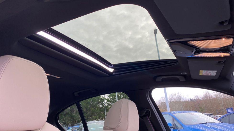 Image 22 - BMW 330e M Sport Saloon (YH69DJD)