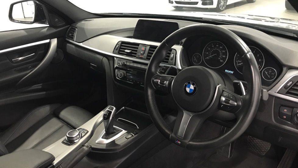 Image 5 - BMW 320i M Sport Shadow Edition Touring (YK19VCR)