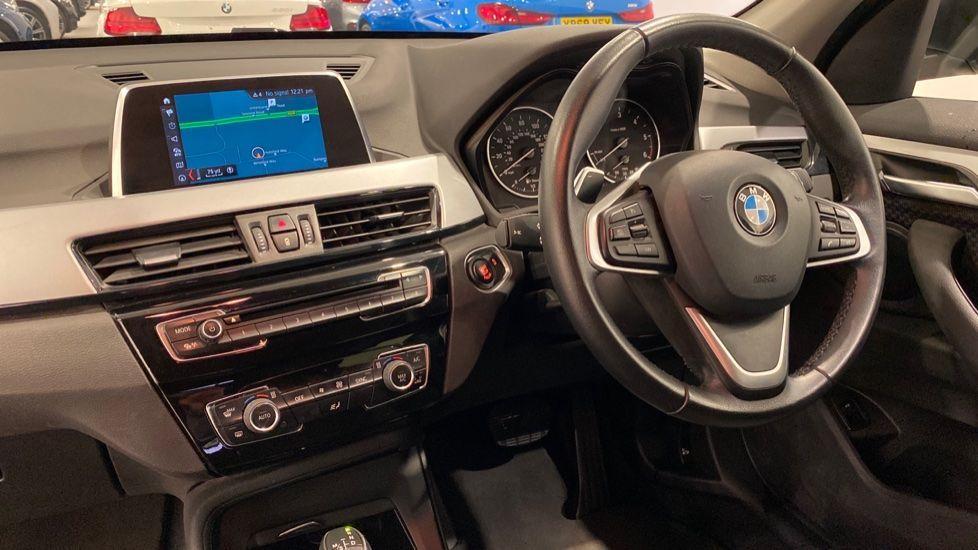 Image 12 - BMW xDrive18d SE (LR67YKY)