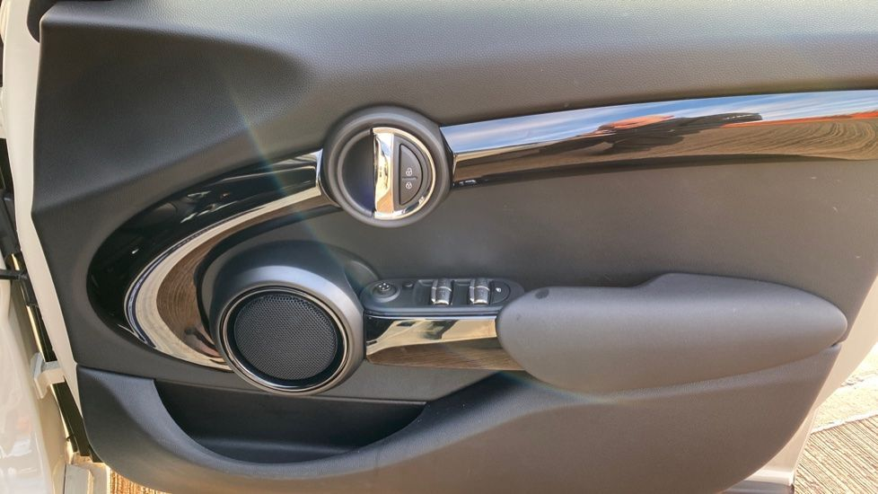 Image 20 - MINI Hatch (MW69OMX)