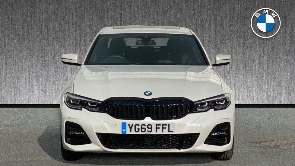 Image 16 - BMW 330e M Sport Saloon (YG69FFL)