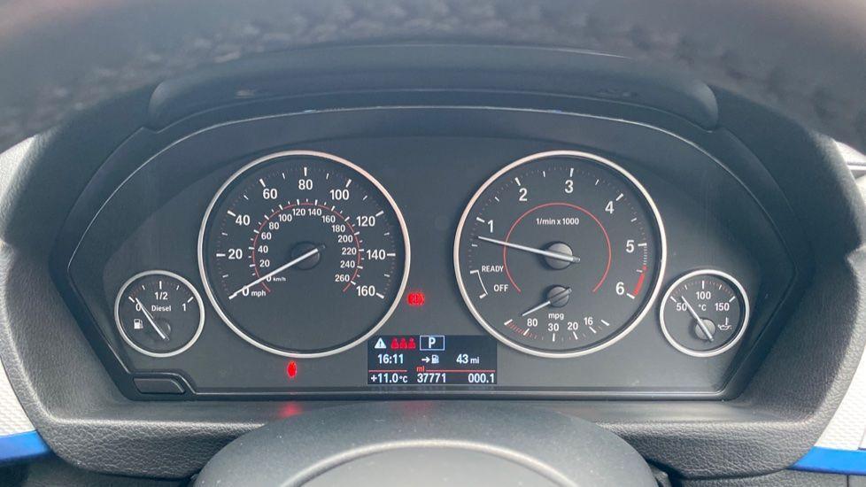 Image 9 - BMW 330d M Sport Saloon (KM68CBY)