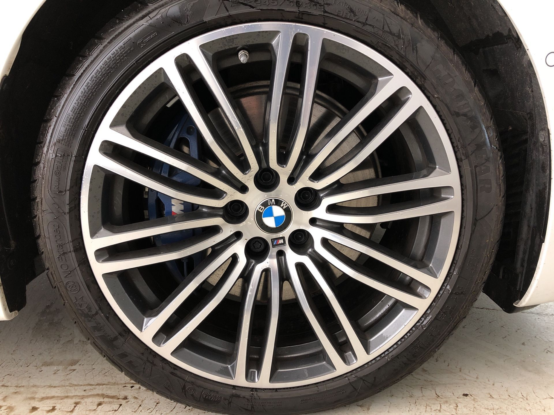 Image 7 - BMW 530e M Sport iPerformance Saloon (YH19YLG)