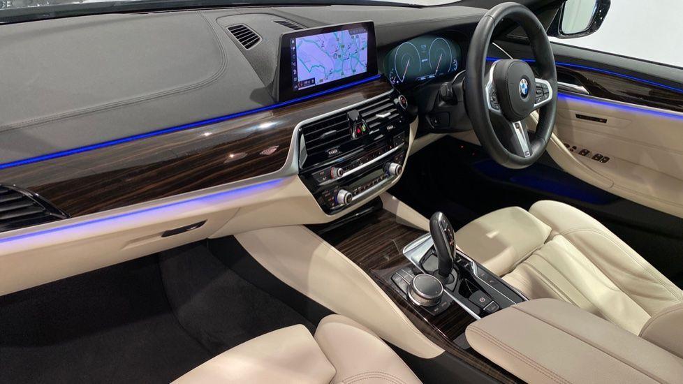 Image 12 - BMW 530e M Sport iPerformance Saloon (YD68YVA)