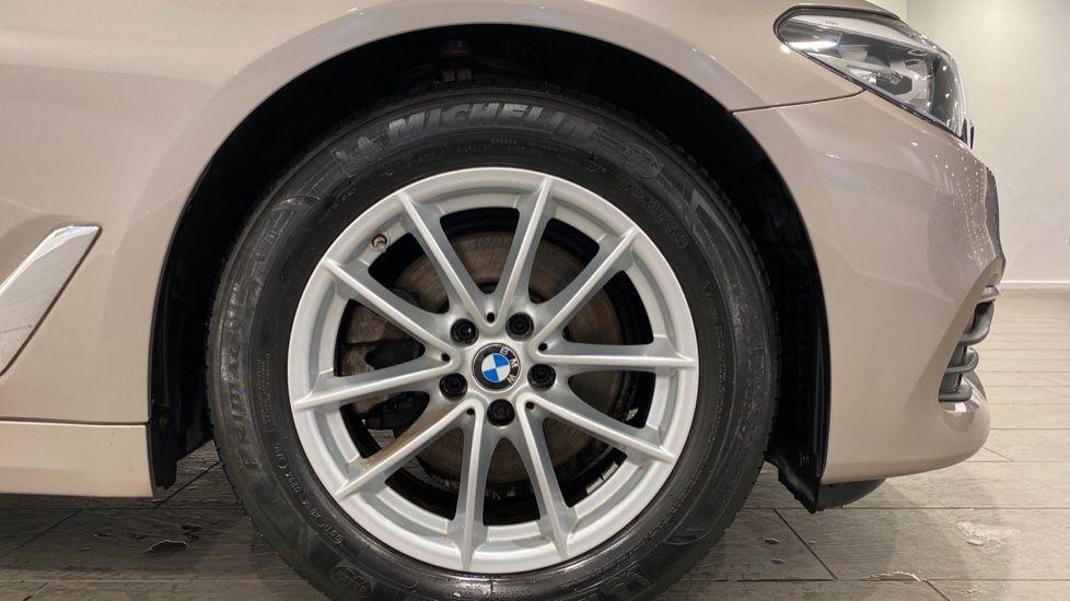 Image 14 - BMW 520d SE Saloon (DC17AUK)