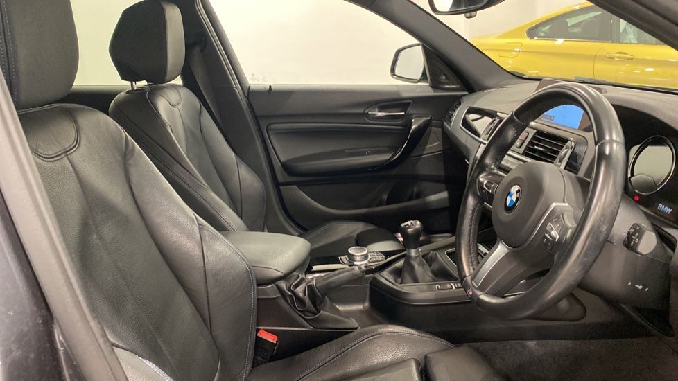 Image 11 - BMW 118i M Sport Shadow Edition 5-door (YD68PPY)