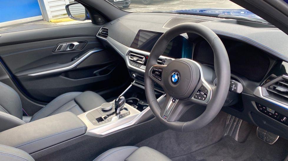 Image 6 - BMW 330e M Sport Touring (MA70HOH)