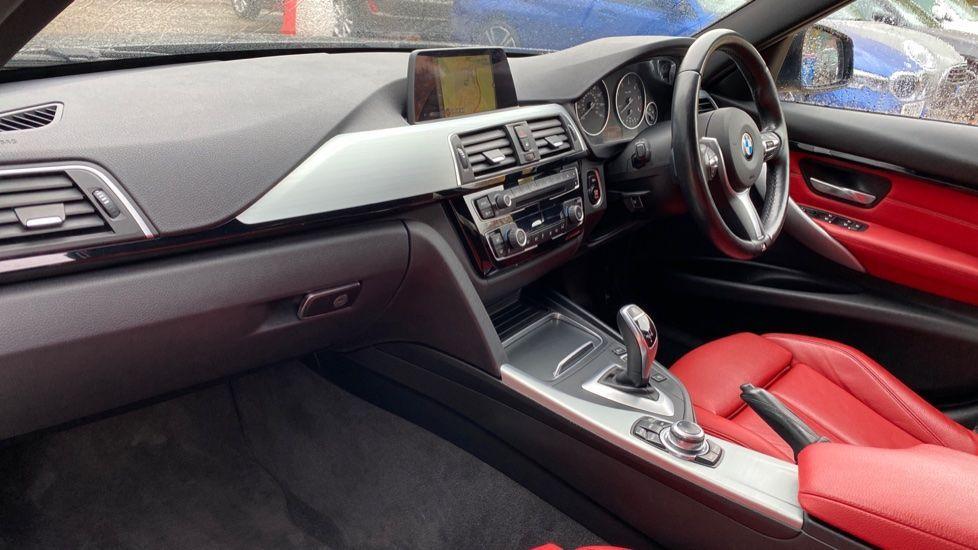Image 6 - BMW 330d xDrive M Sport Saloon (MJ16GGX)