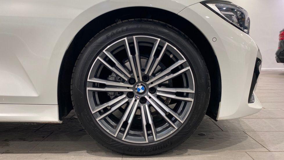 Image 14 - BMW 318d M Sport Saloon (YB69WNC)