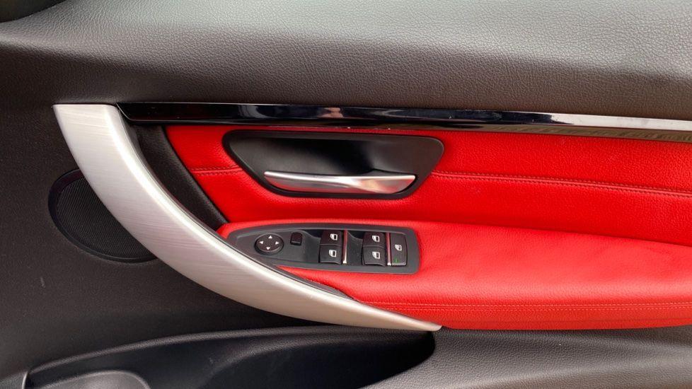 Image 22 - BMW 330d xDrive M Sport Saloon (MJ16GGX)