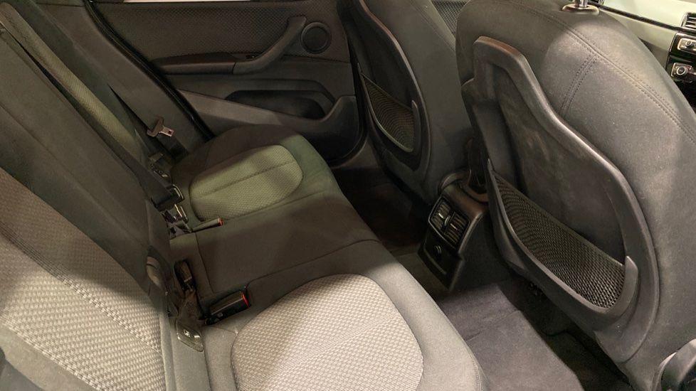Image 10 - BMW xDrive18d SE (LR67YKY)