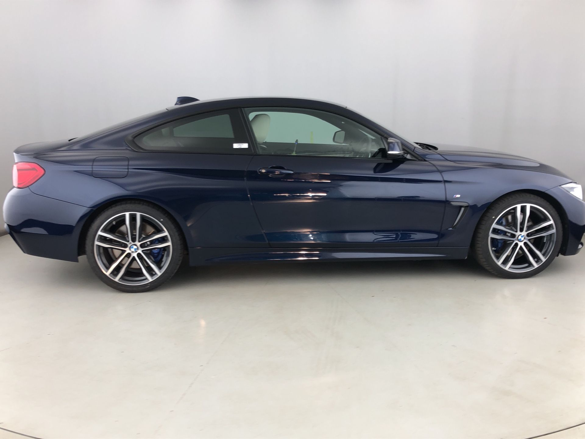 Image 3 - BMW 420d M Sport Coupe (YJ68YWP)