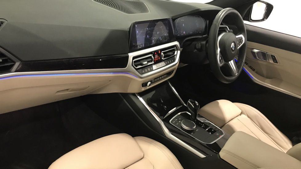 Image 12 - BMW 320d M Sport Touring (DF69NND)