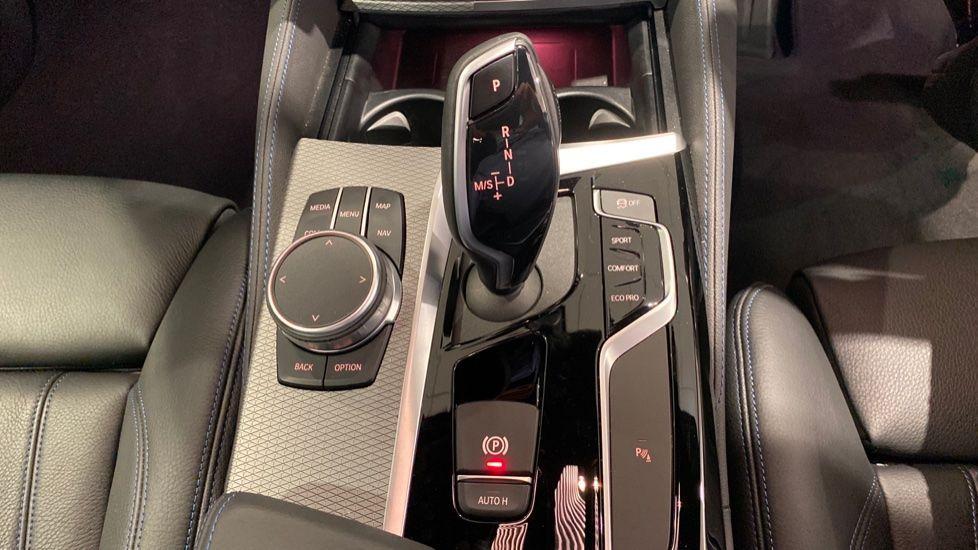 Image 6 - BMW 520d M Sport Saloon (YA69FKW)