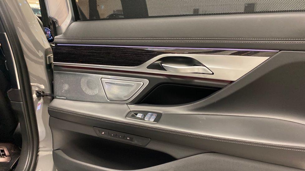 Image 36 - BMW 745Le xDrive M Sport Saloon (YG20OWX)
