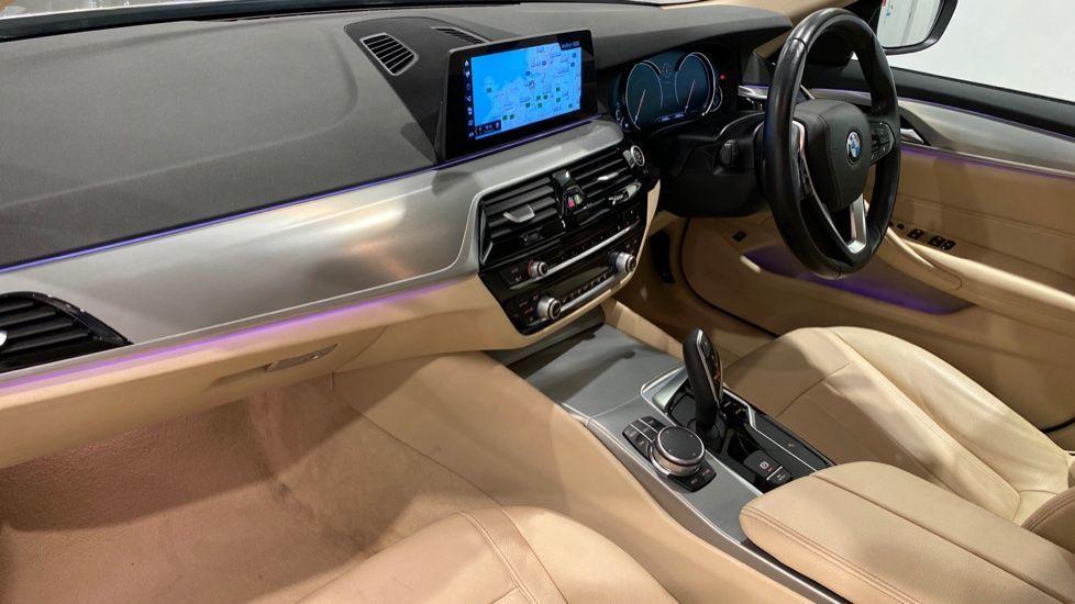 Image 11 - BMW 520d SE Saloon (DC17AUK)