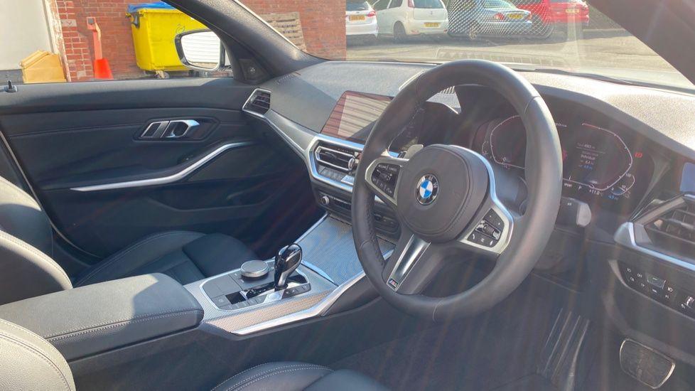 Image 5 - BMW 330e M Sport Saloon (YG69FFL)