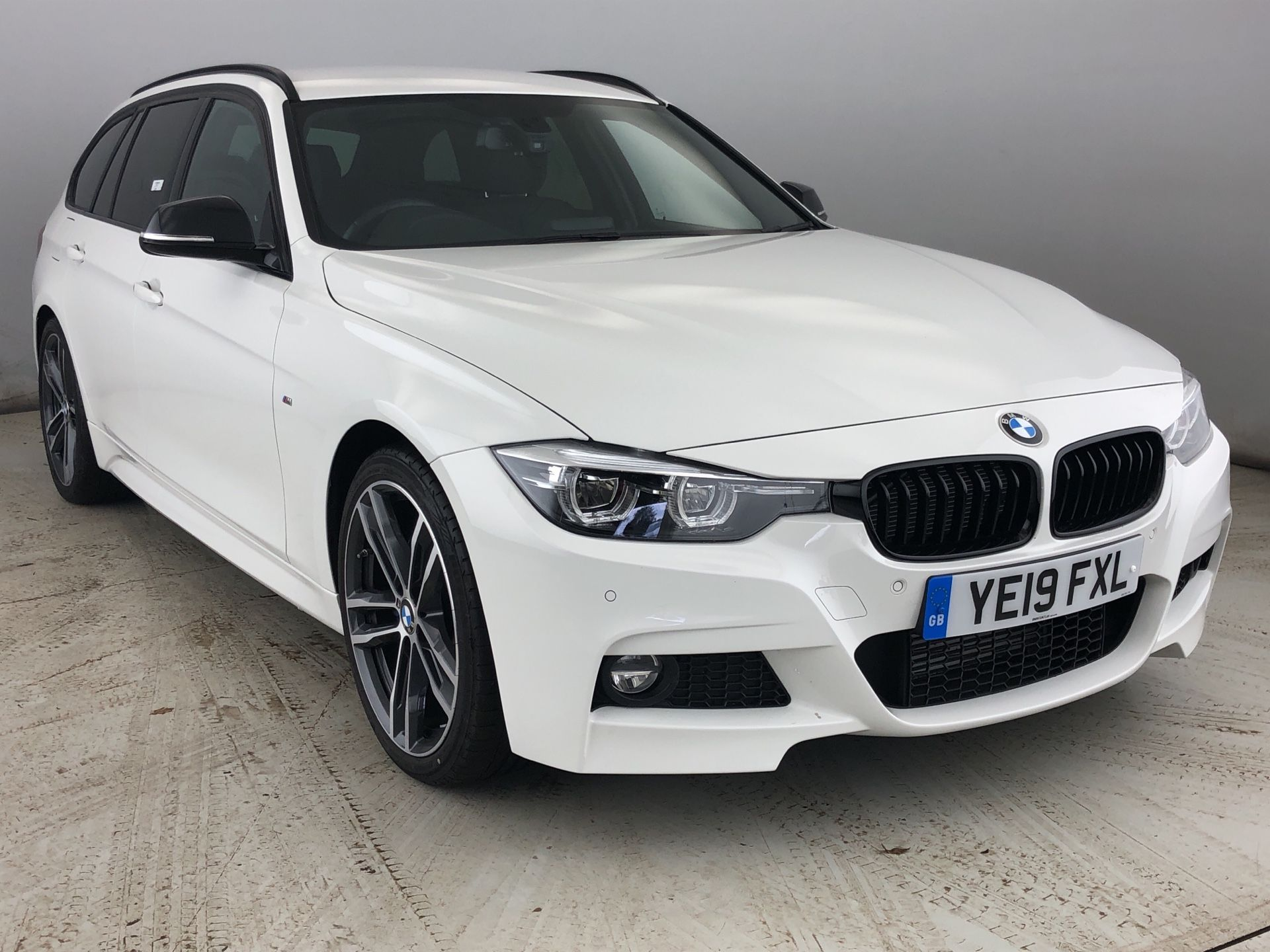 Image 1 - BMW 320d M Sport Shadow Edition Touring (YE19FXL)