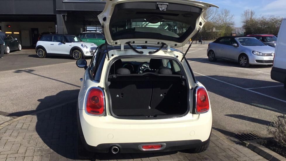 Image 21 - MINI Hatch (DE15AMO)