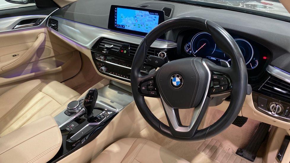Image 4 - BMW 520d SE Saloon (DC17AUK)