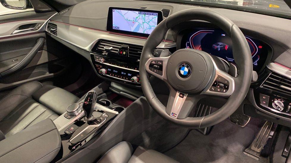 Image 4 - BMW 520d M Sport Saloon (YA69FKW)