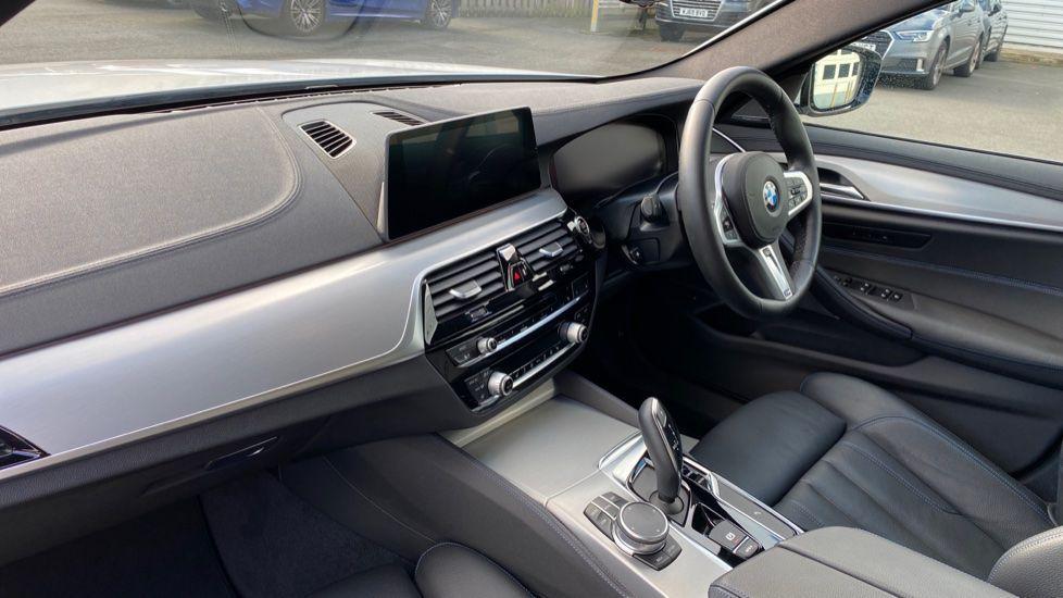 Image 6 - BMW 520i M Sport Saloon (YE69FDM)