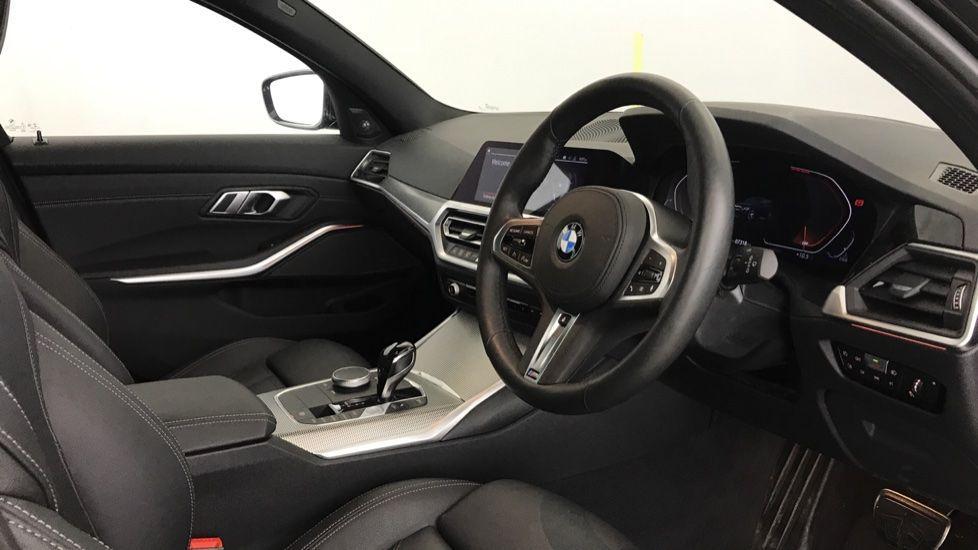 Image 5 - BMW 320d M Sport Touring (YG20CKP)
