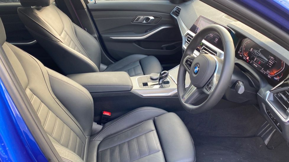 Image 11 - BMW 320d M Sport Saloon (YK69SST)