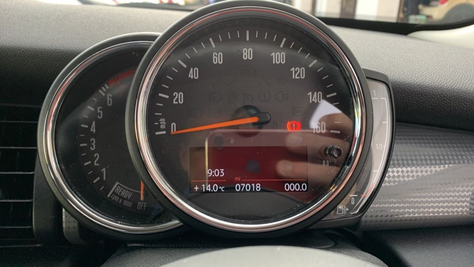 Image 9 - MINI Hatch (CX19JKU)