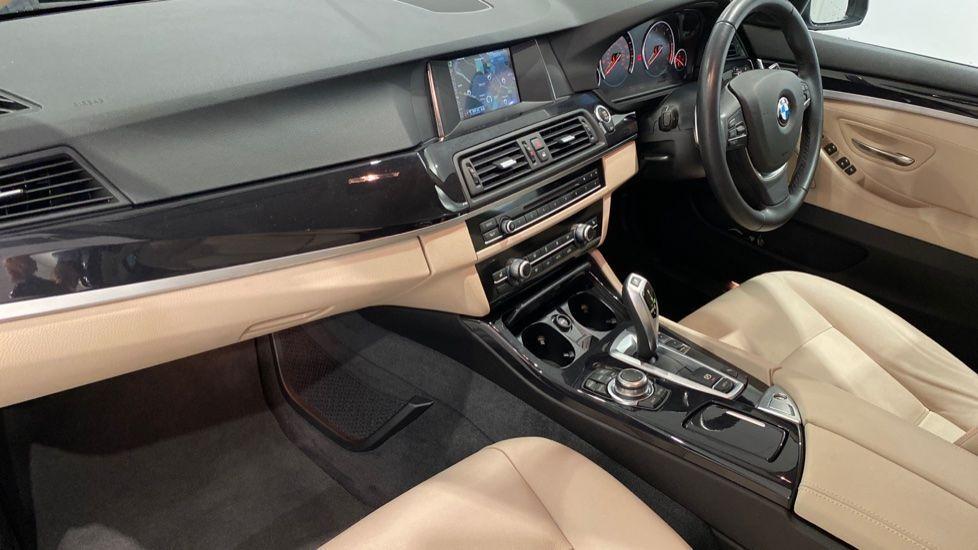 Image 12 - BMW 520d SE Saloon (DC66MBF)