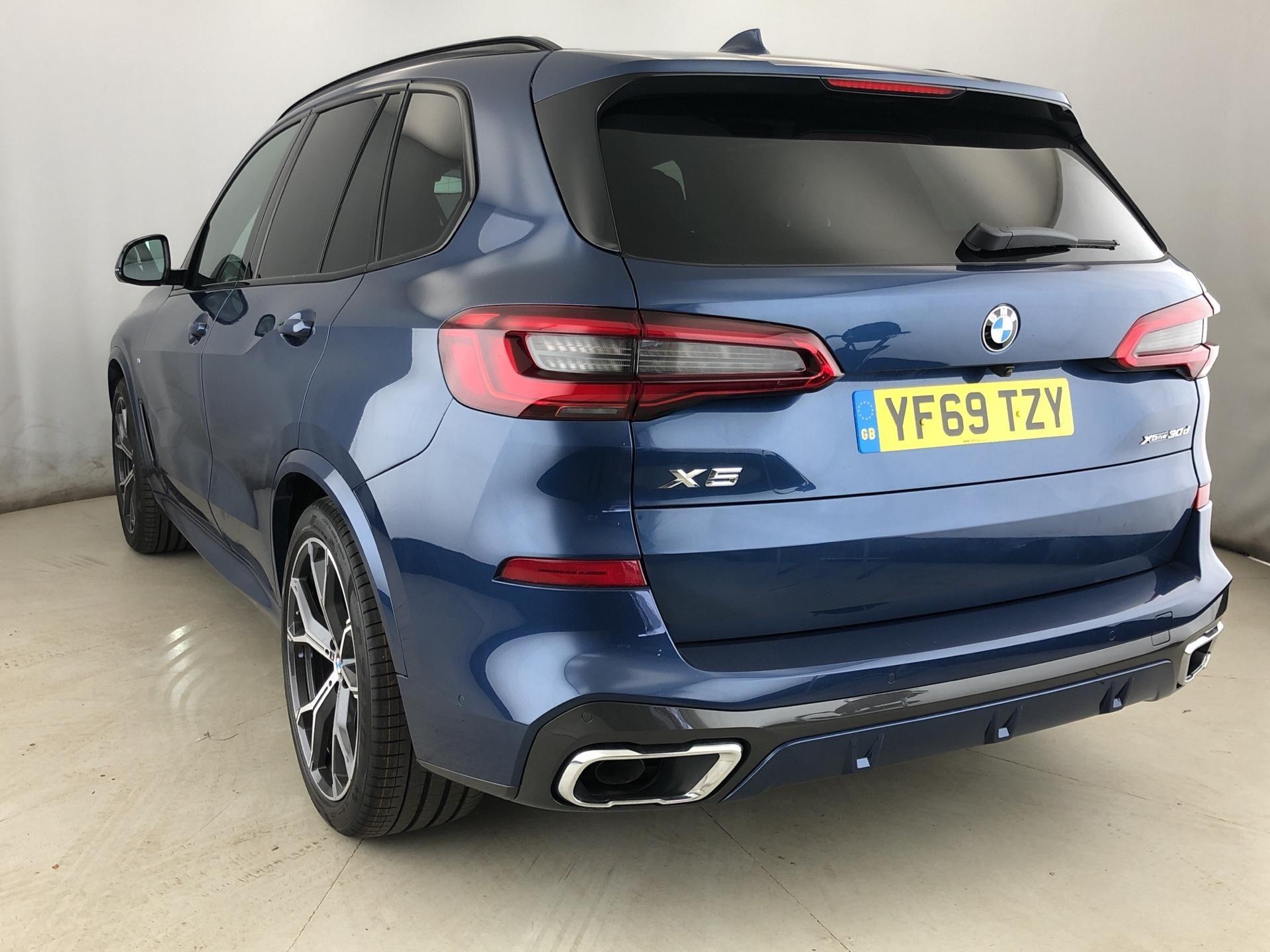 Image 2 - BMW xDrive30d M Sport (YF69TZY)