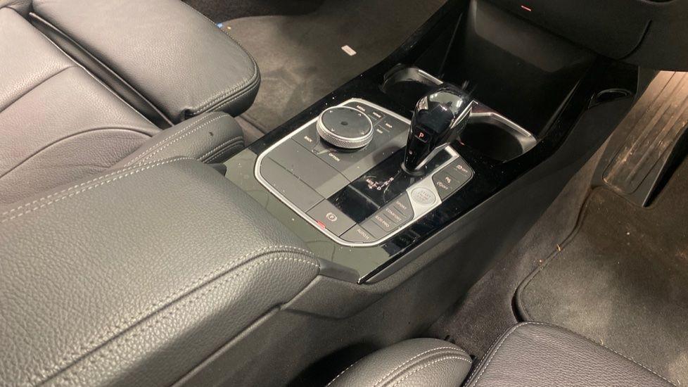 Image 10 - BMW 118i M Sport (YK69JDM)