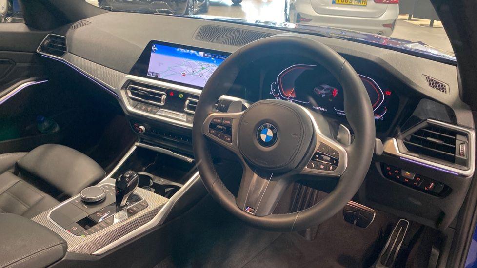 Image 5 - BMW 320i M Sport Saloon (YG20NWC)