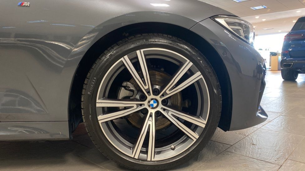 Image 14 - BMW 320i M Sport Touring (YG20JLV)