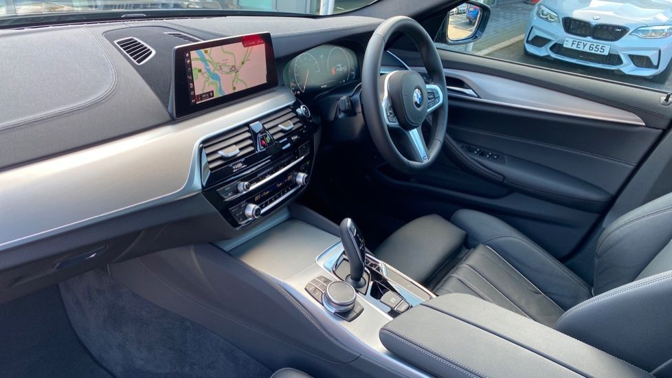 Image 6 - BMW 520i M Sport Saloon (YK69GDN)